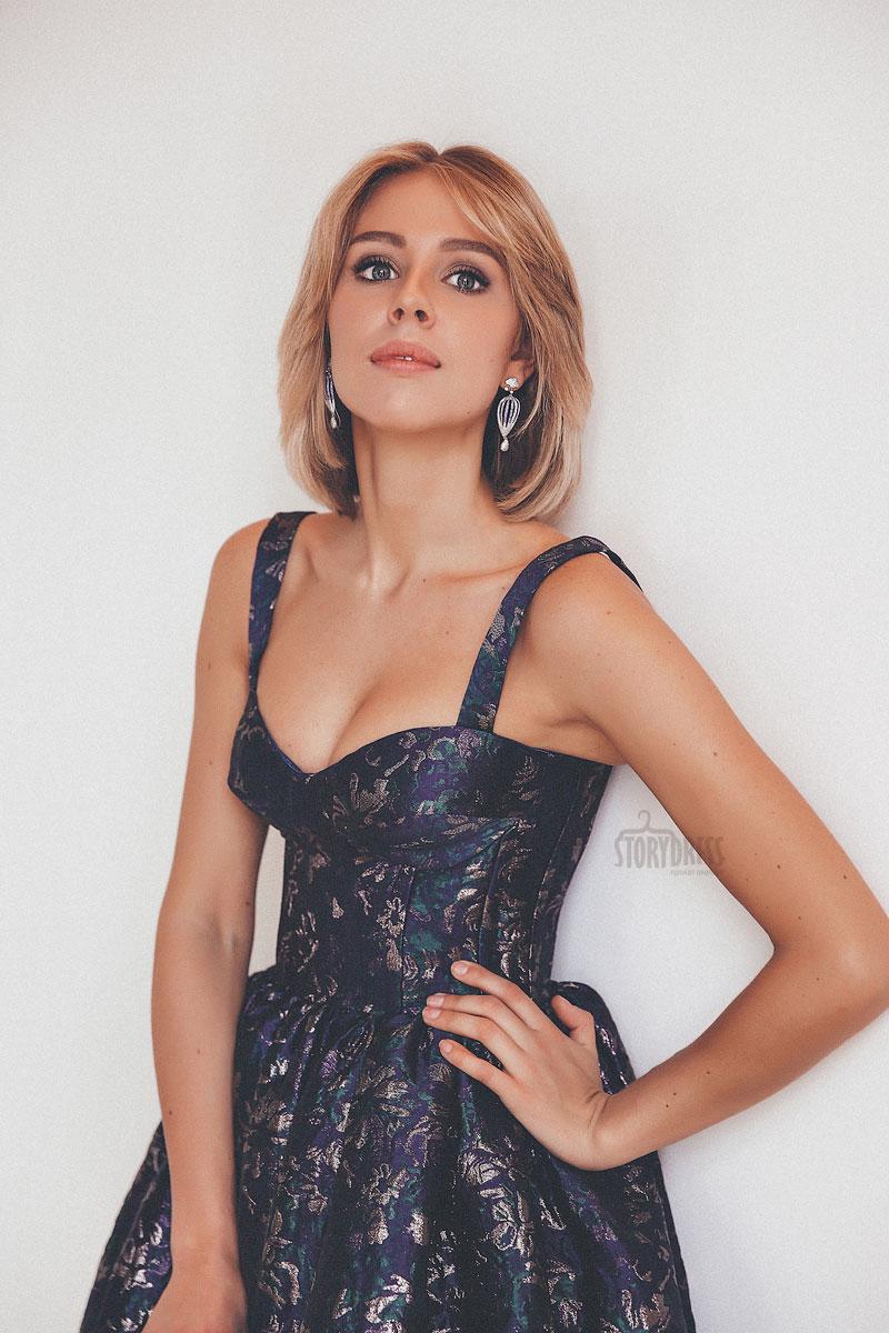 Платье с акцентом на груди