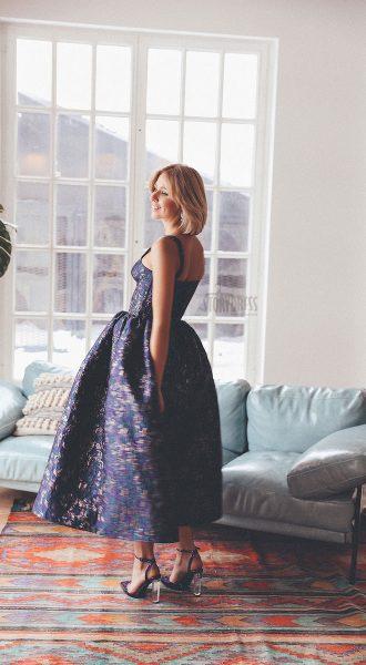 Корсетное платье с полу-открытой спиной