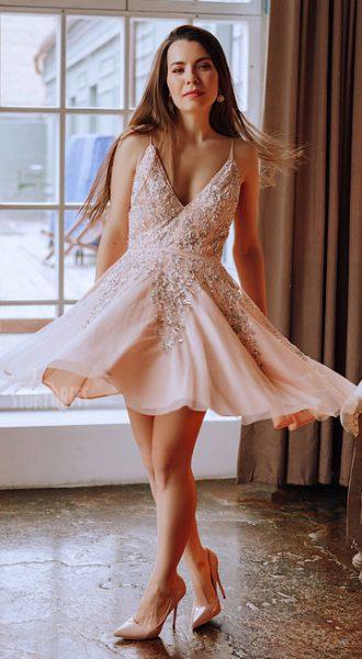 Модное короткое платье Love Feeling