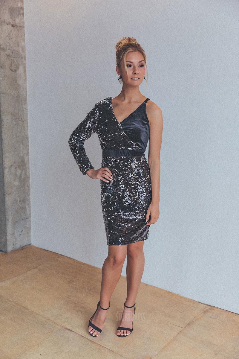 Платье с асимметричным кроем черного цвета