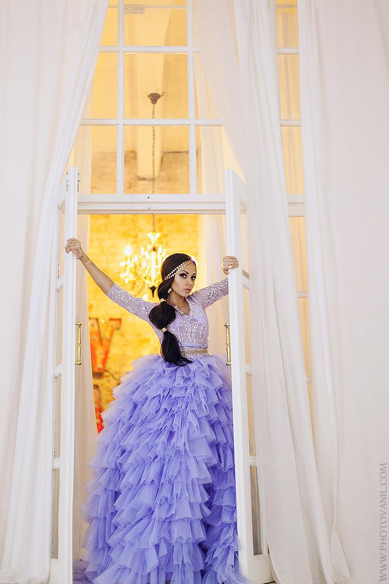 Синее пышное платье для создания красивого образа