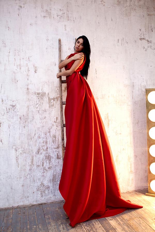 Фотосессия в платье с длинным шлейфом