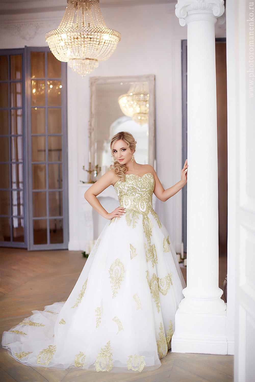 Платье с золотым кружевом