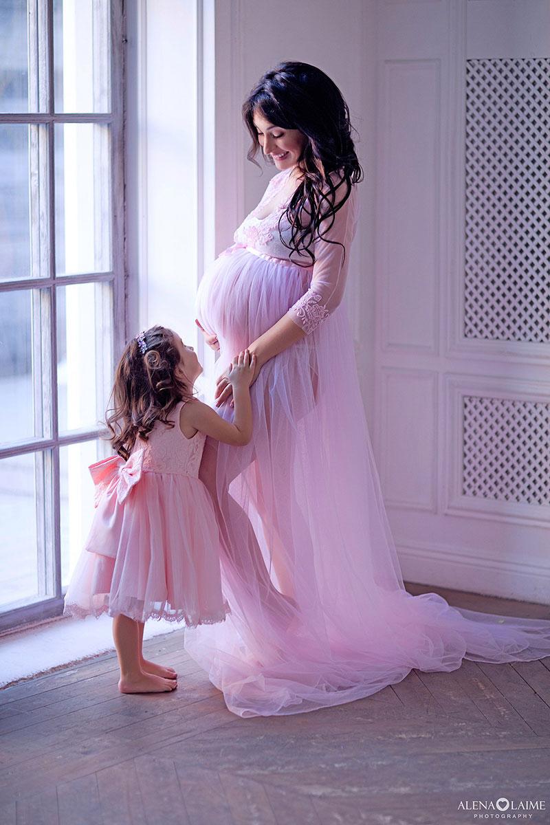 Фотосессия беременности с дочкой
