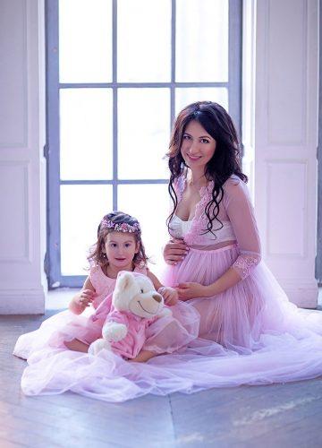 Фотосессия беременной с малышкой