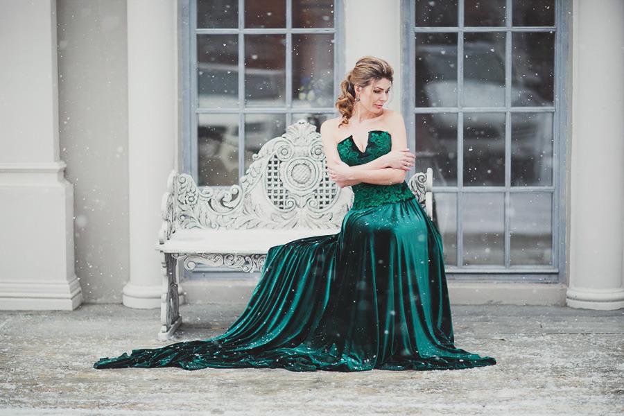 Темно-зеленое платье для фото