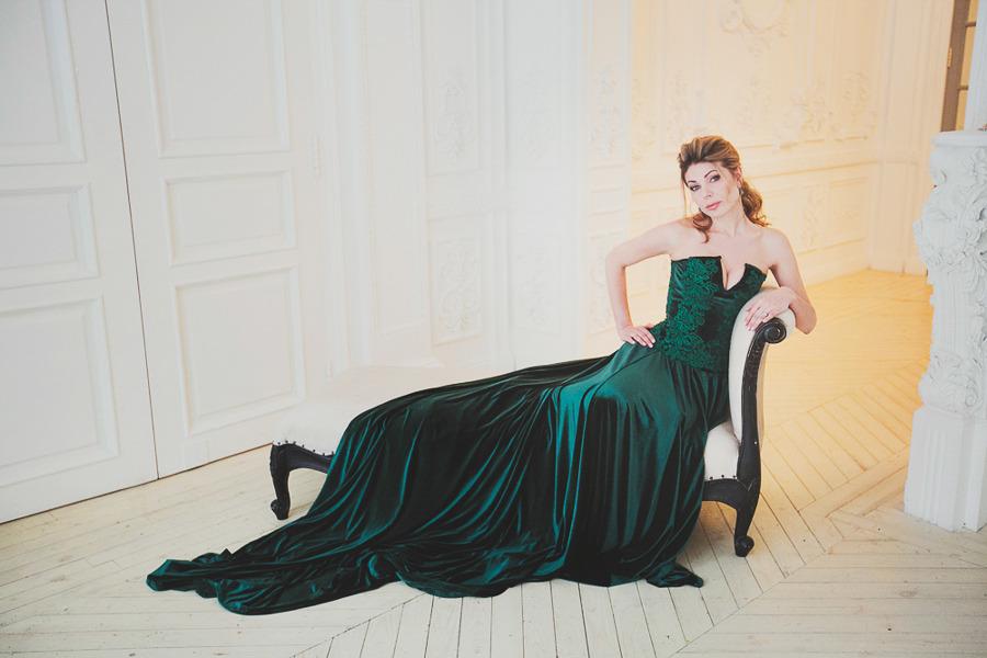 Фотосессия в платье малахитового цвета