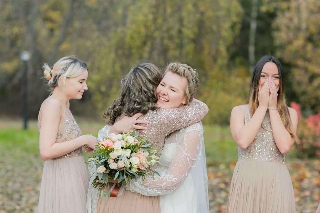 Платья подружек невесты бежевого цвета