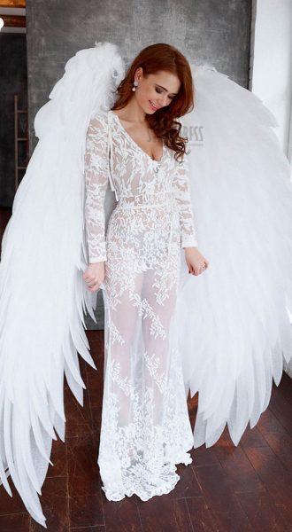 Большие белые крылья ангела