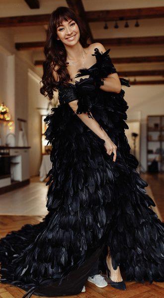 Черная накидка из перьев Black Feather Cape