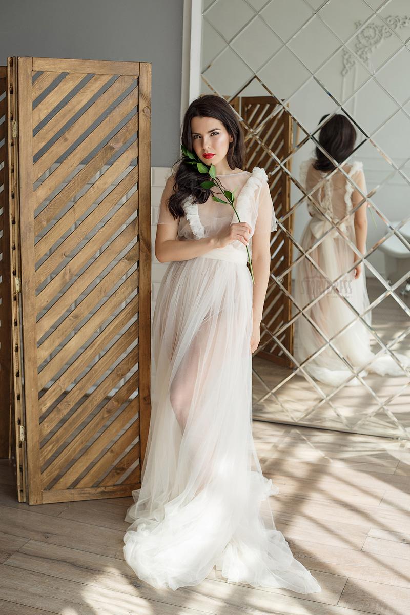 Фотосессия в нежном белом платье