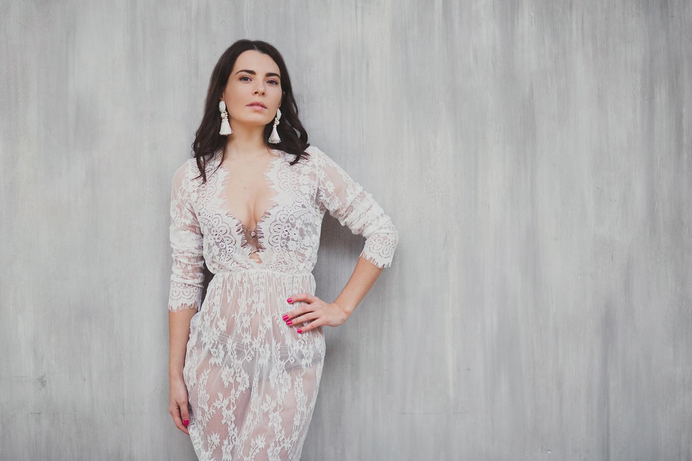 Прозрачное платье с глубоким декольте