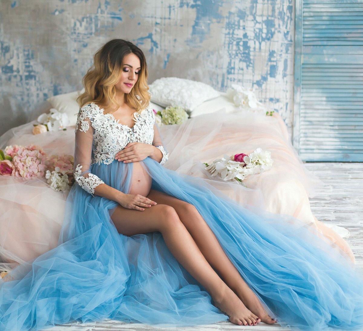 Будуарное платье в голубом цвете для фото беременности