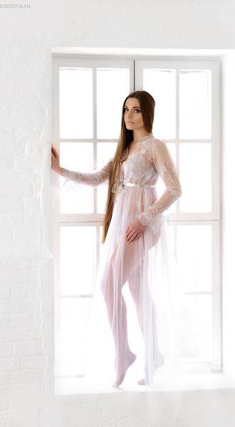 Нежное будуарное платье белоснежного цвета