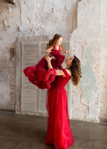 Детское платье-облако бордового цвета