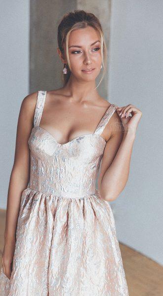 Коктейльное платье ультрамодного дизайна