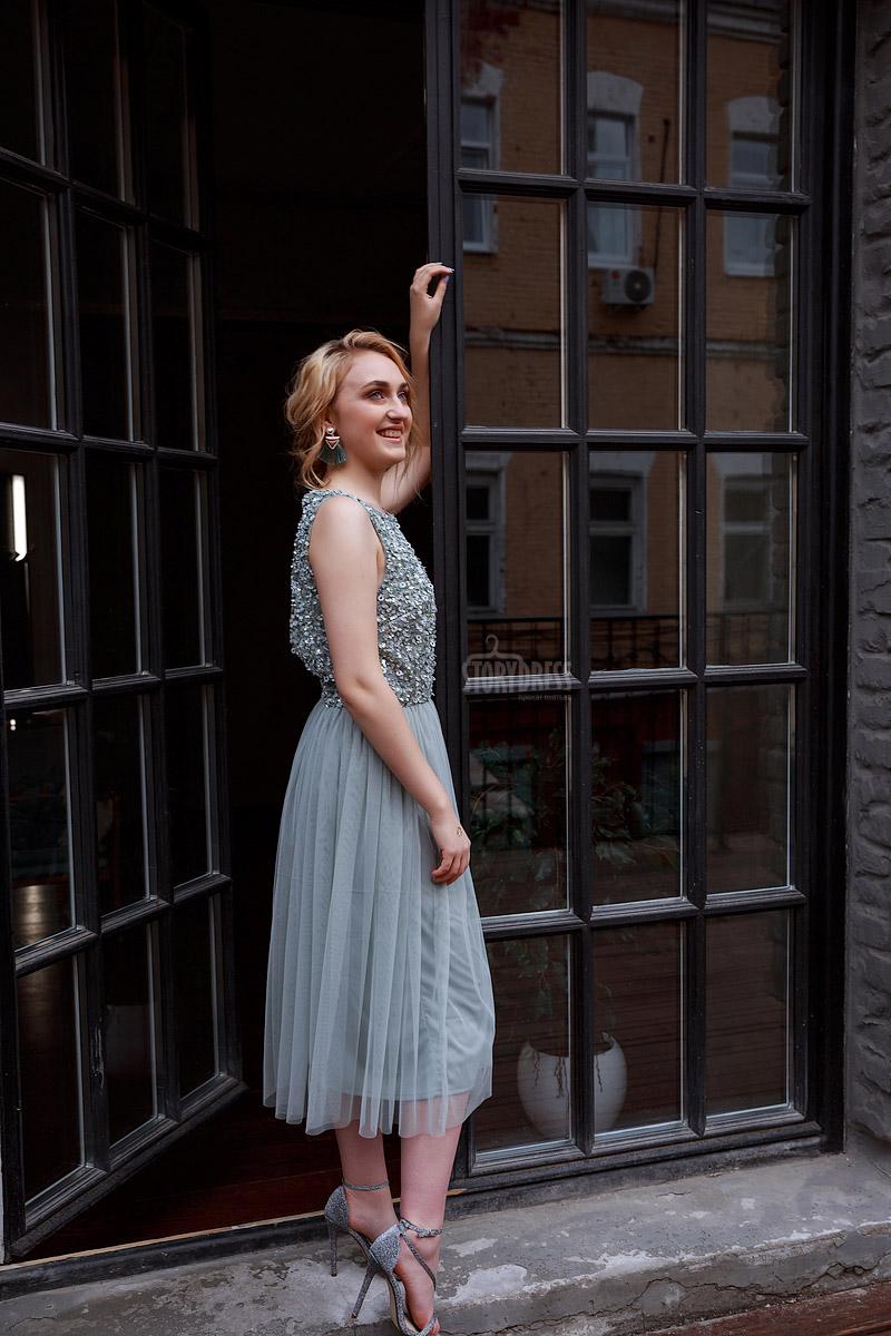 Коктейльное платье серо-голубых оттенков