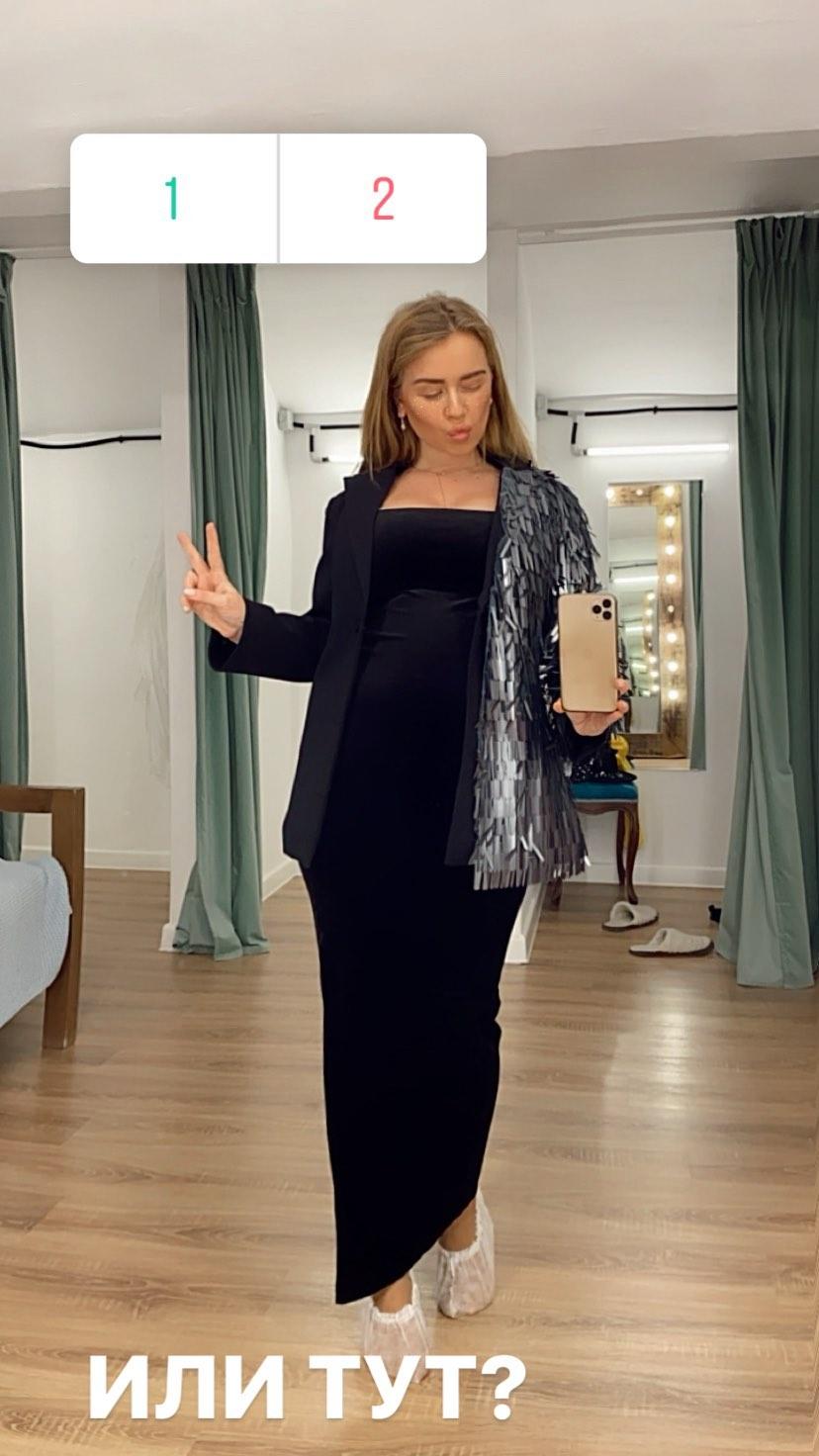 Кристина Дудкова @kristitheone в шоуруме Story Dress подбирает образ на Cosmopolitan Camp Party