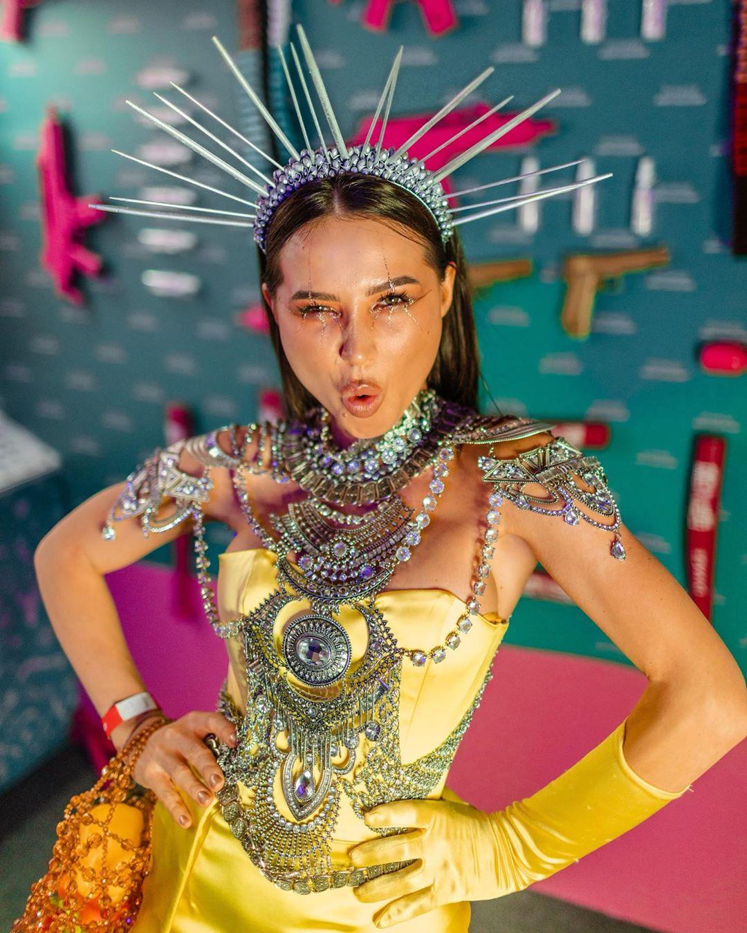 Валерия Чекалина @ler_chek на Cosmopolitan Camp Party в украшениях из Story Dress