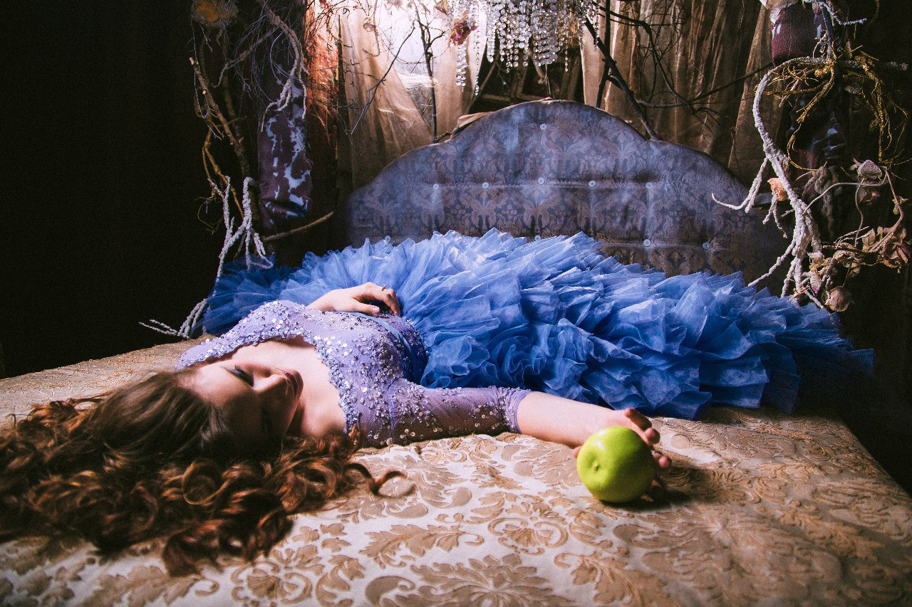 Фотосессия Елизаветы Казаковой в образе Белоснежки