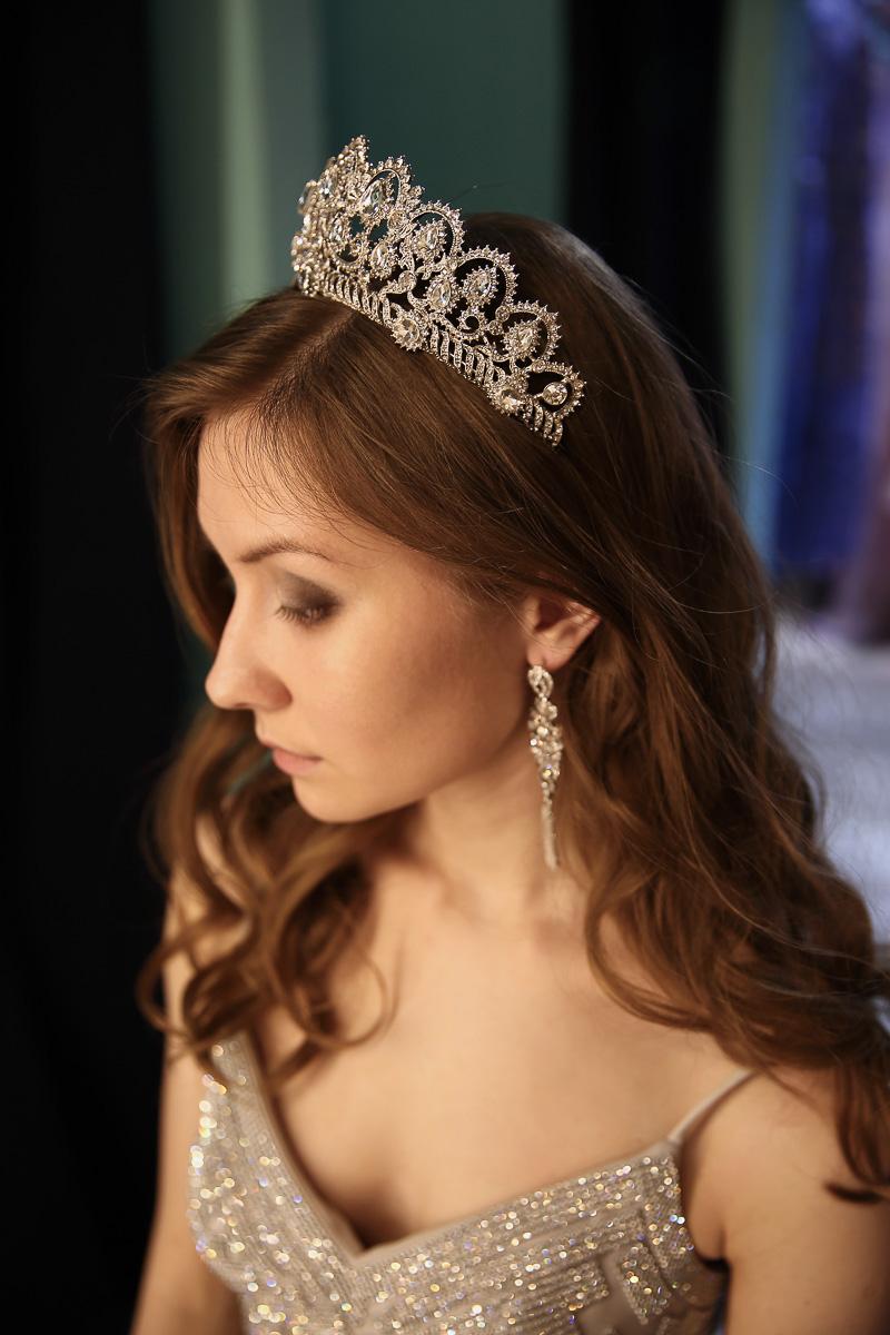 Хрустальная корона с серебряными камнями