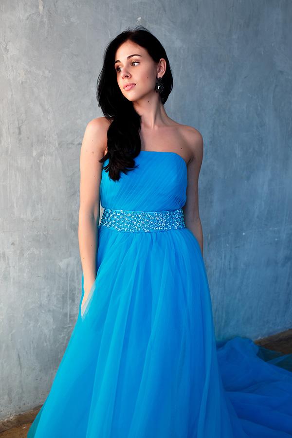 Голубое пышное платье