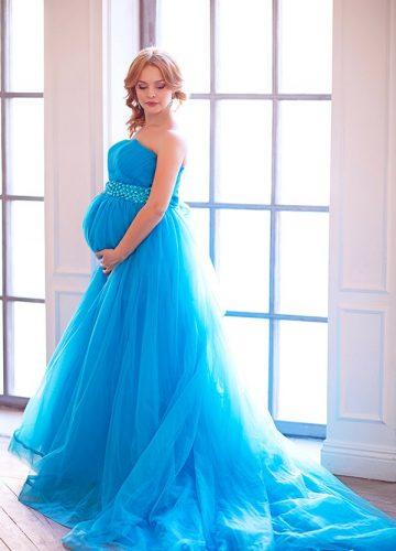Профессиональные фото беременности в платье ослепительно бирюзового