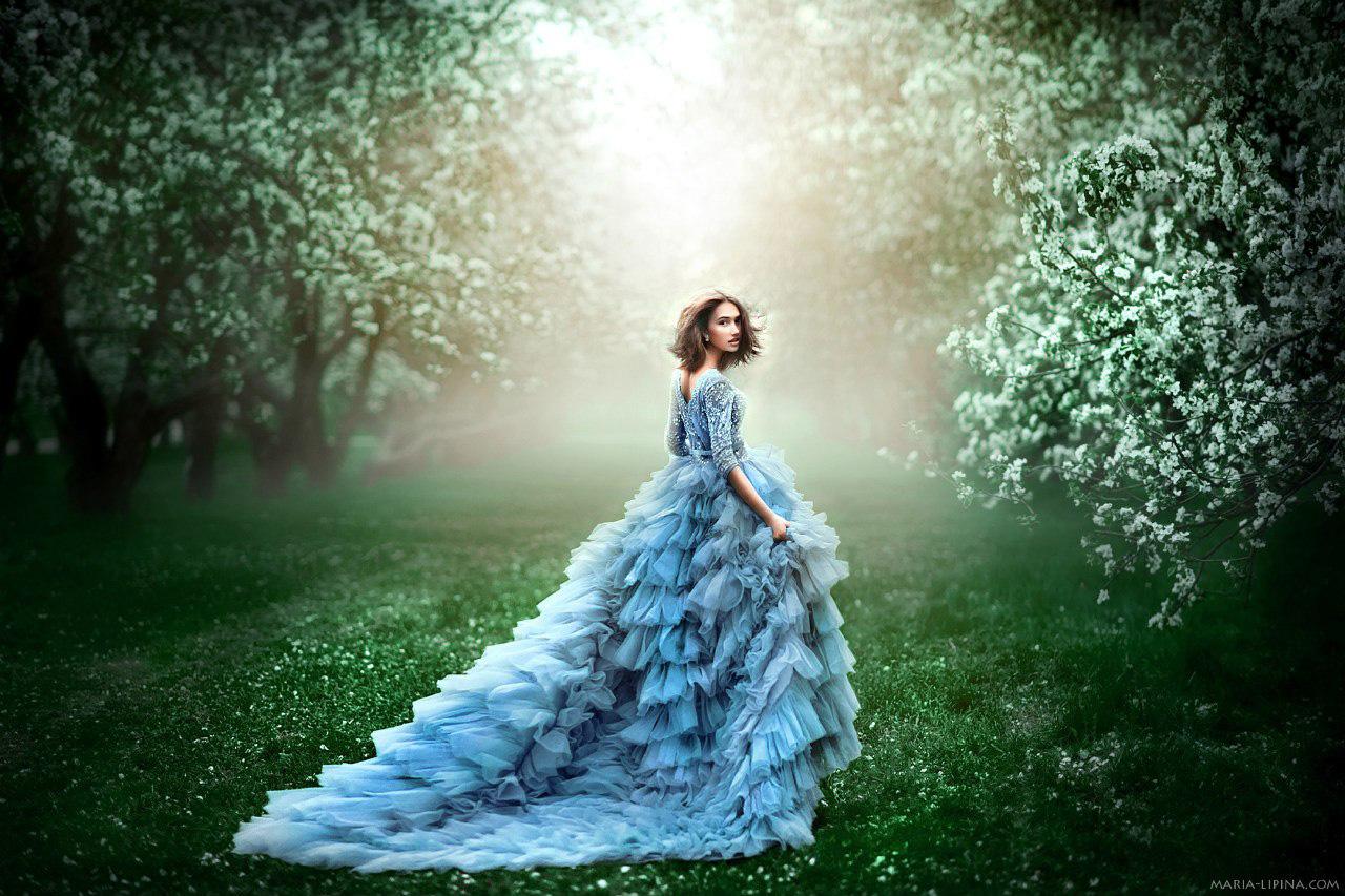 Светло-бирюзовое платье с пышной юбкой