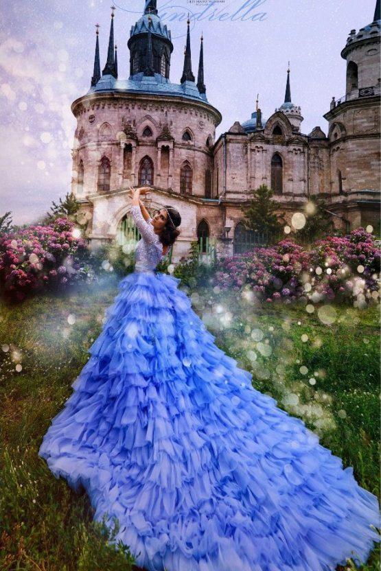 Сказочный фотосет в синем платье со шлейфом