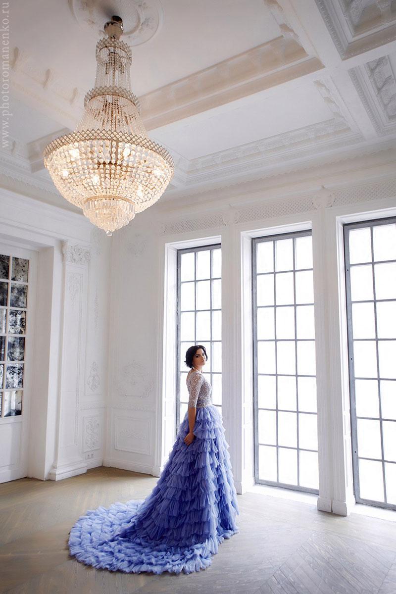 Платье классического А-силуэта с узким лифом