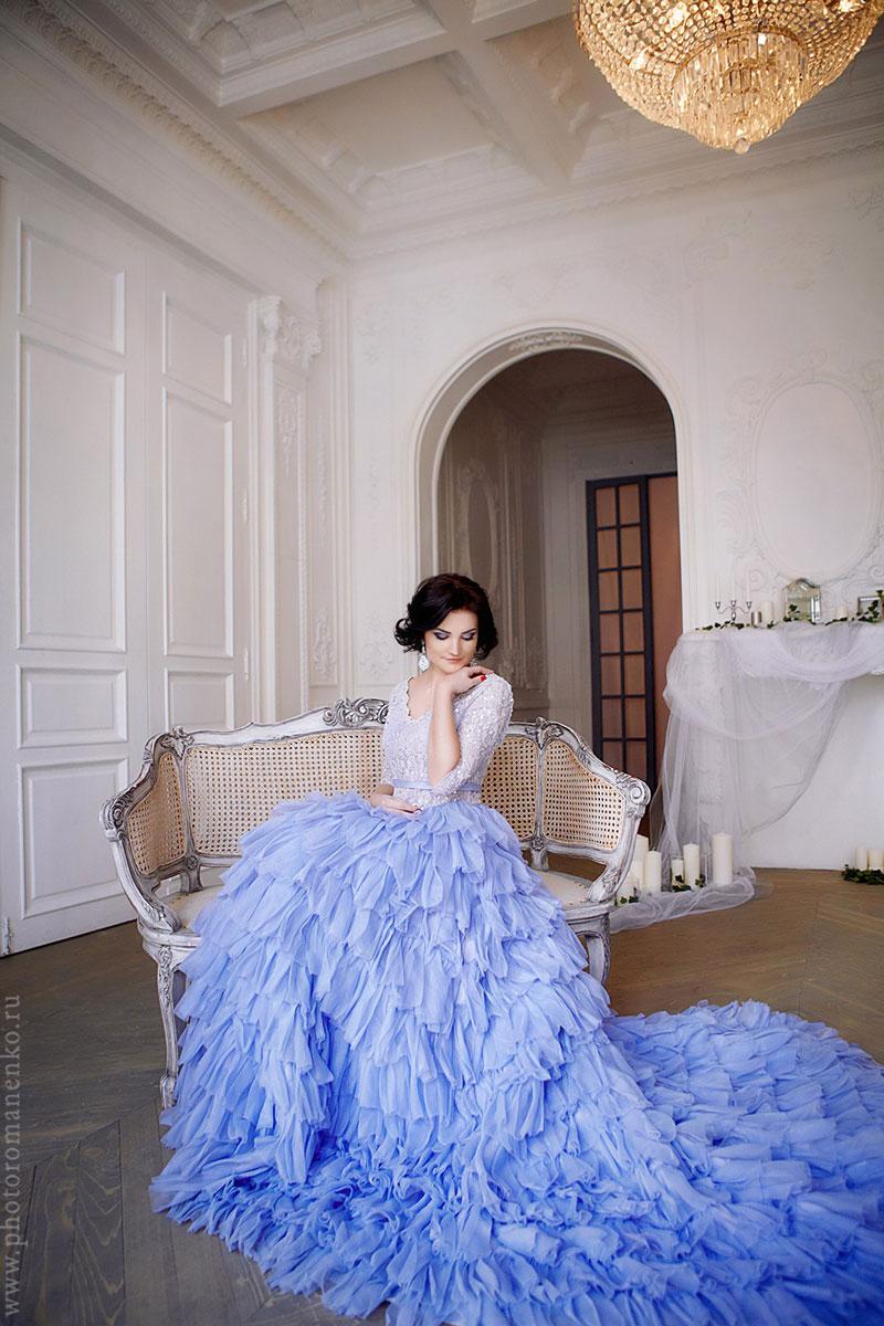 Платье с пышной юбкой и заниженной талией