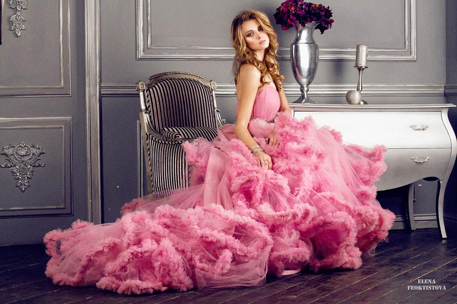 Розовое платье-облако для фотосессии