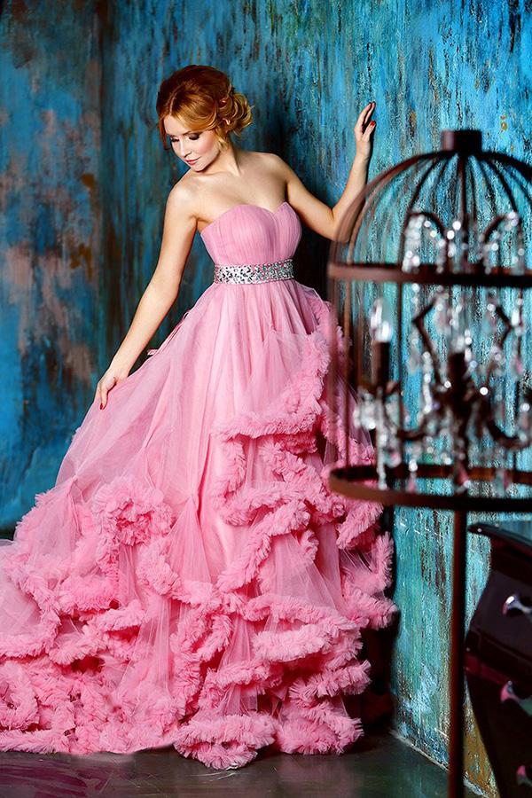 Фотосессия девушек в платьях в студии