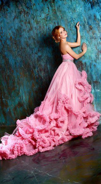 Студийная фотосессия в пышном розовом платье
