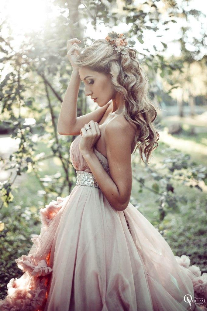 Платье розового цвета с бахромой