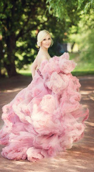 Фотосессия в платье нежно-розового цвета