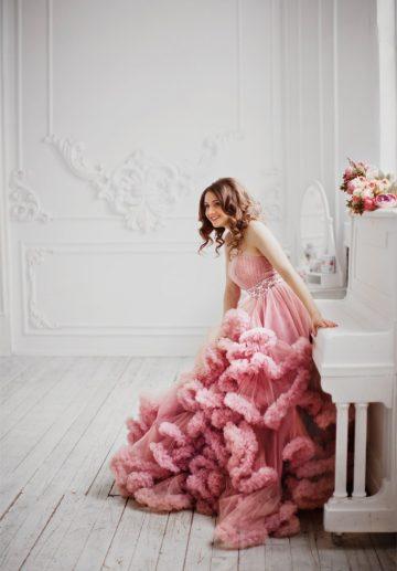 Платье с линией груди сердечком