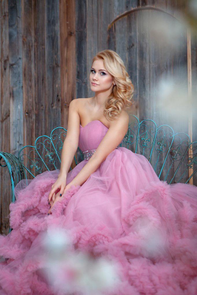 Розовое пышное платье-облако
