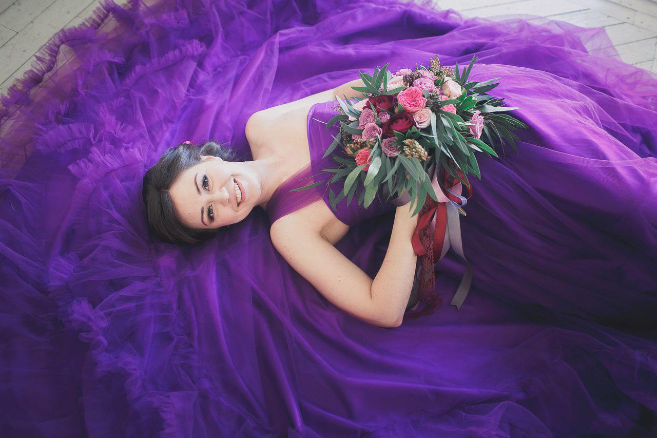 Платье насыщенного фиолетового цвета