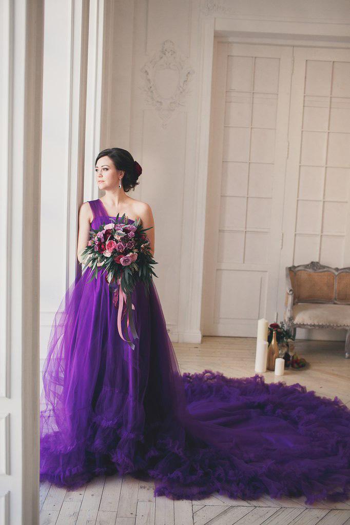 Пышное платье напрокат с длинным шлейфом