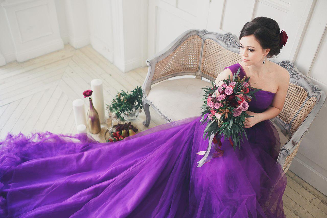 Фиолетовое платье для тематических фотопроектов