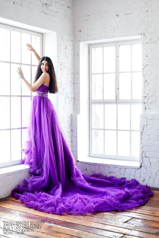 Фиолетовое платье с длинным шлейфом напрокат