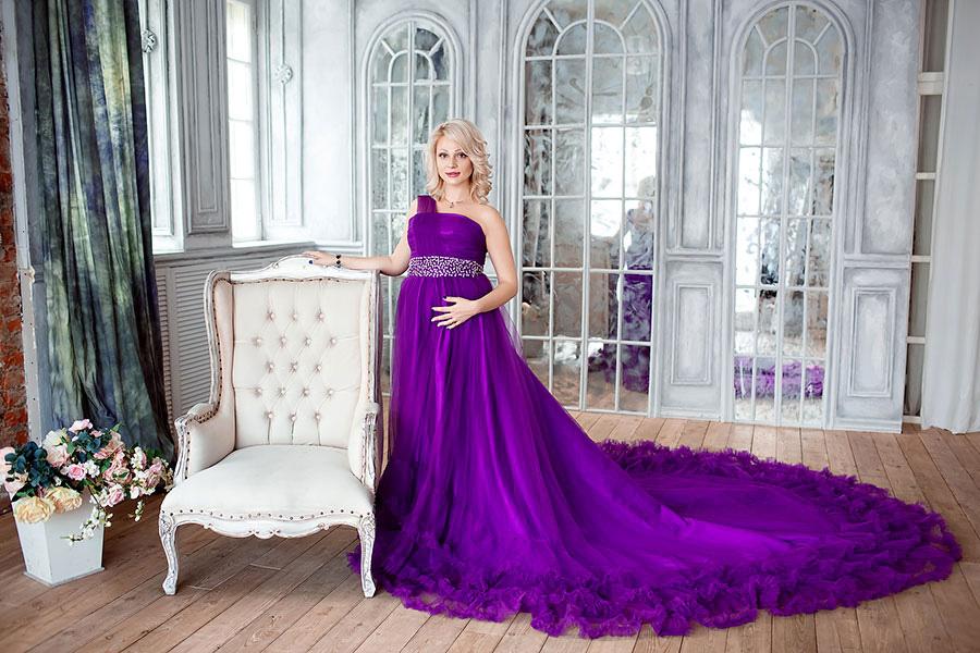 Платье для фотосессии беременной в дворцовых интерьерах