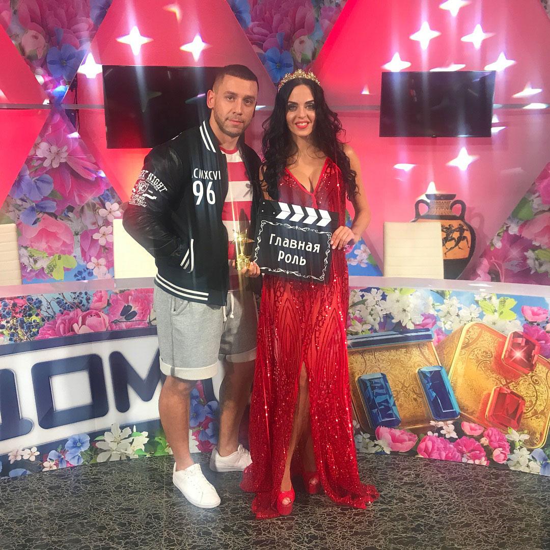 Дом-2 победительница Школы актерского мастерства Юлия Ефременкова в платье Naomi Red от Story Dress