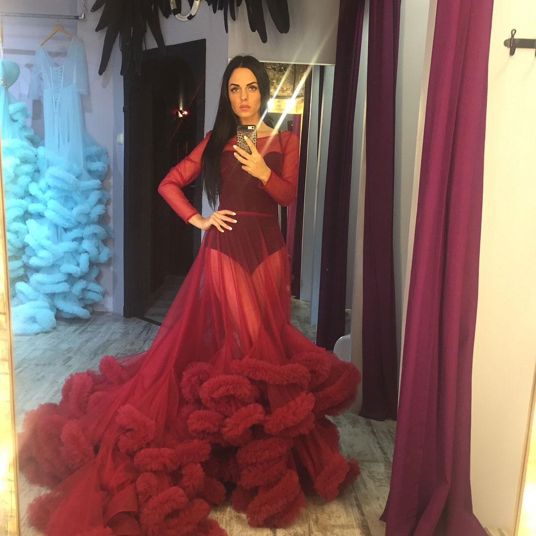 Юлия Ефременкова в прозрачном платье-облаке