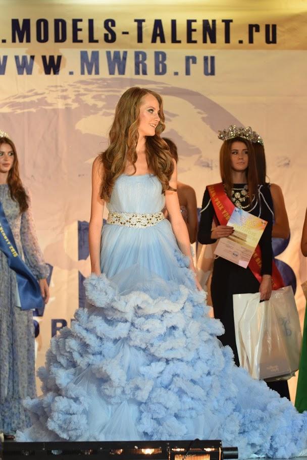 Юная Мисс Россия в голубом платье-облаке
