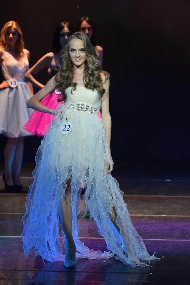 Белое платье на участнице конкурса красоты «Мисс Россия»