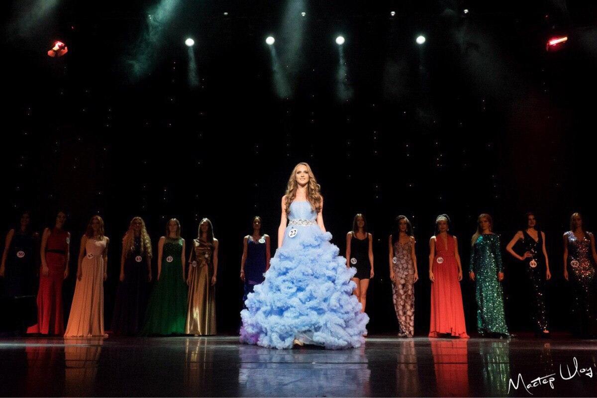 Восхитительное голубое платье для конкурса красоты