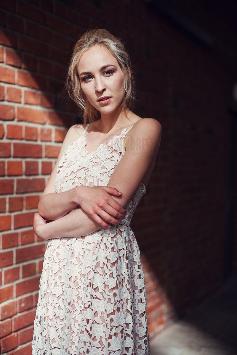 Коктейльное платье-туника этнического стиля