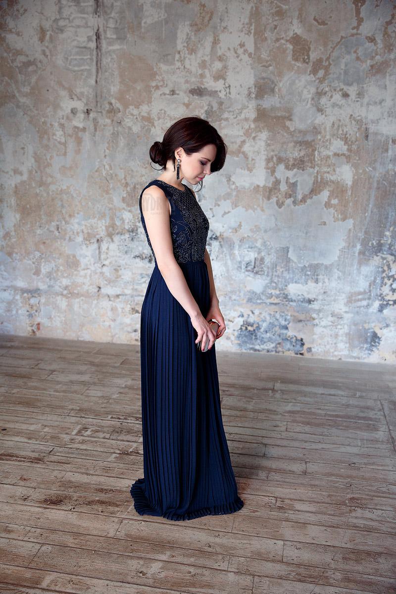 Платье в пол с юбкой-плиссе